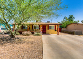 2032 E Howe Tempe - Front yard