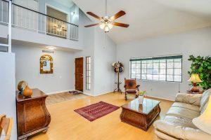 2517 W Lompoc living room