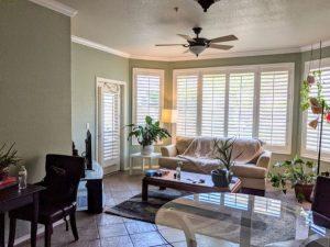 435 W Rio Salado living room