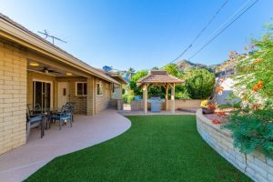 6535 N 40th Place Courtyard