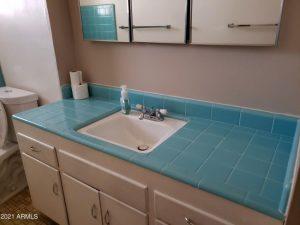 Retro Phoenix bathroom